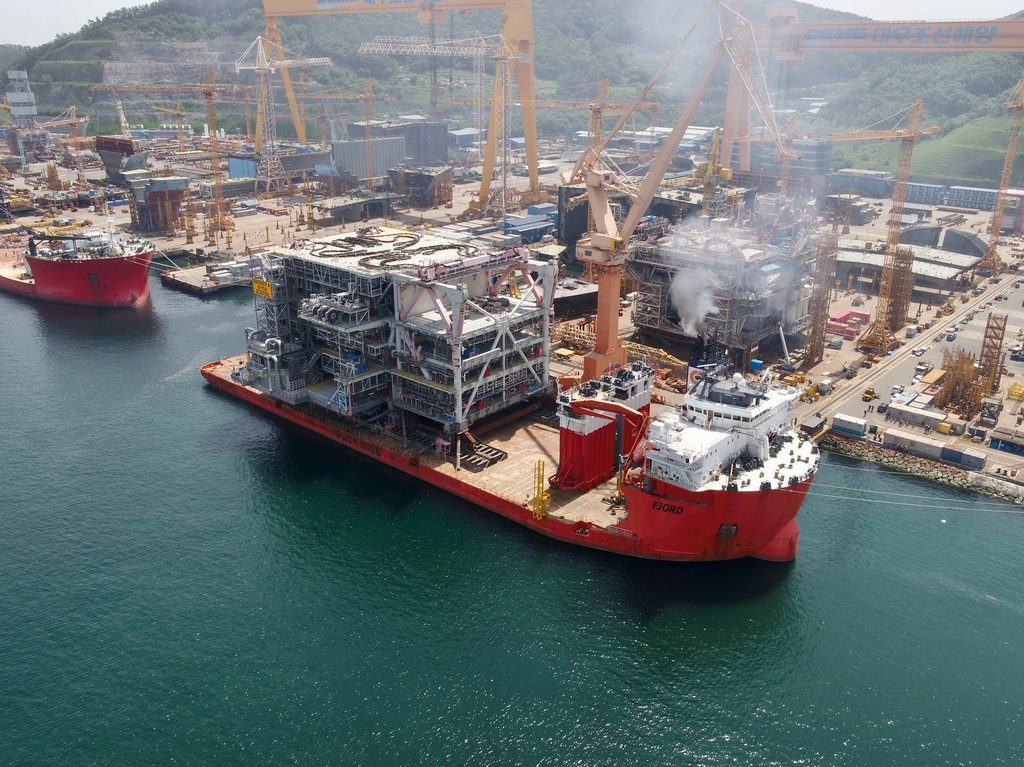 Credit: Mpro - Statoil - Mariner A process module M20 sail away on the HTV Fjord.